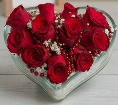 Kalp içerisinde 7 adet kırmızı gül  Ankara çiçekçi telefonları