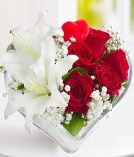 1 kazablanka 5 kırmızı gül kalpte  Ankara internetten çiçek siparişi