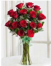 Cam vazo içerisinde 11 kırmızı gül vazosu  Ankara anneler günü çiçek yolla