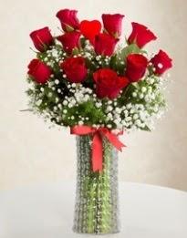 11 Adet kırmızı gül 1 adet kalp çubuk vazoda  Ankara çiçekçi mağazası