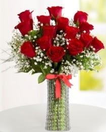 10 kırmızı gül cam vazo içerisinde  Ankara İnternetten çiçek siparişi