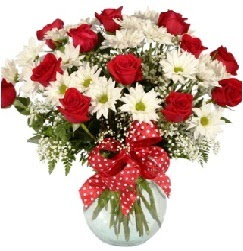 12 adet kırmızı gül papatya vazosu süper  Ankara çiçekçi telefonları