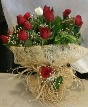Kız isteme çiçeği 20 kırmızı 1 beyaz  Ankara çiçek siparişi sitesi