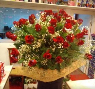 Kız isteme çiçeği buketi 33 gülden  Ankara çiçek gönderme