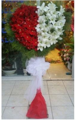 Özel üstü özel kalp çiçek tanzimi  Ankara çiçek gönderme sitemiz güvenlidir
