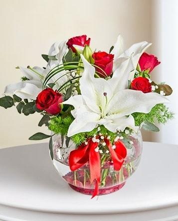 Fanus Vazoda 2 Lilyum ve 5 Gül Dansı  Ankara çiçek gönderme