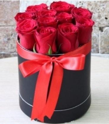 Kutu içerisinde 9 adet kırmızı gül  Ankara çiçekçiler