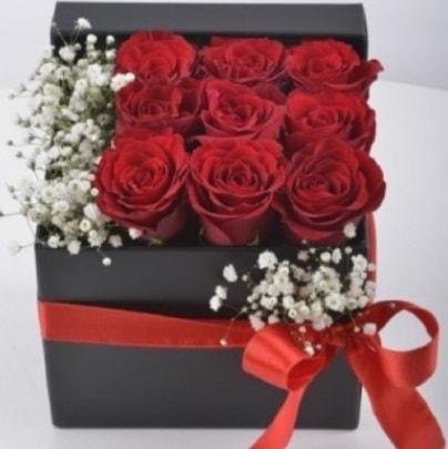 Kutu içerisinde 9 adet kırmızı gül  Ankara çiçek siparişi sitesi