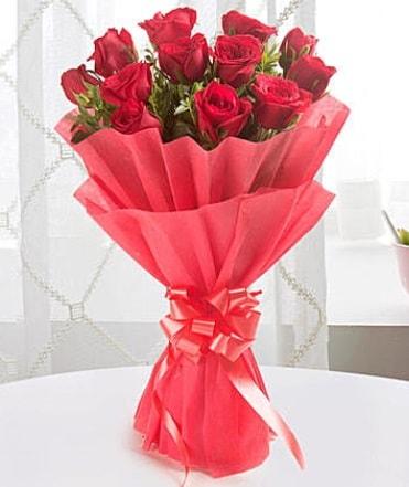 12 adet kırmızı gülden modern buket  Ankara çiçek yolla