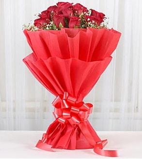 12 adet kırmızı gül buketi  Ankara İnternetten çiçek siparişi