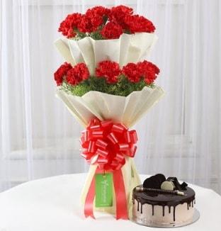 20 adet kırmızı karanfil buketi ve yaş pasta  Ankara çiçek gönderme sitemiz güvenlidir