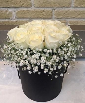 19 adet beyaz gülden görsel kutu çiçeği  Ankara çiçek siparişi sitesi