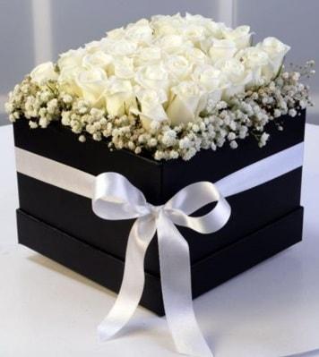 Kare kutuda 19 adet beyaz gül  Ankara cicek , cicekci