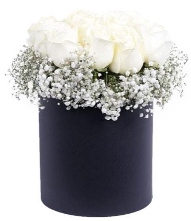 Özel kutuda özel 15 beyaz gül aranjmanı  Ankara çiçekçi telefonları