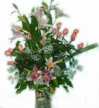 Ankara çiçek online çiçek siparişi  cam yada mika vazoda Sonya özel güller ve lilyum